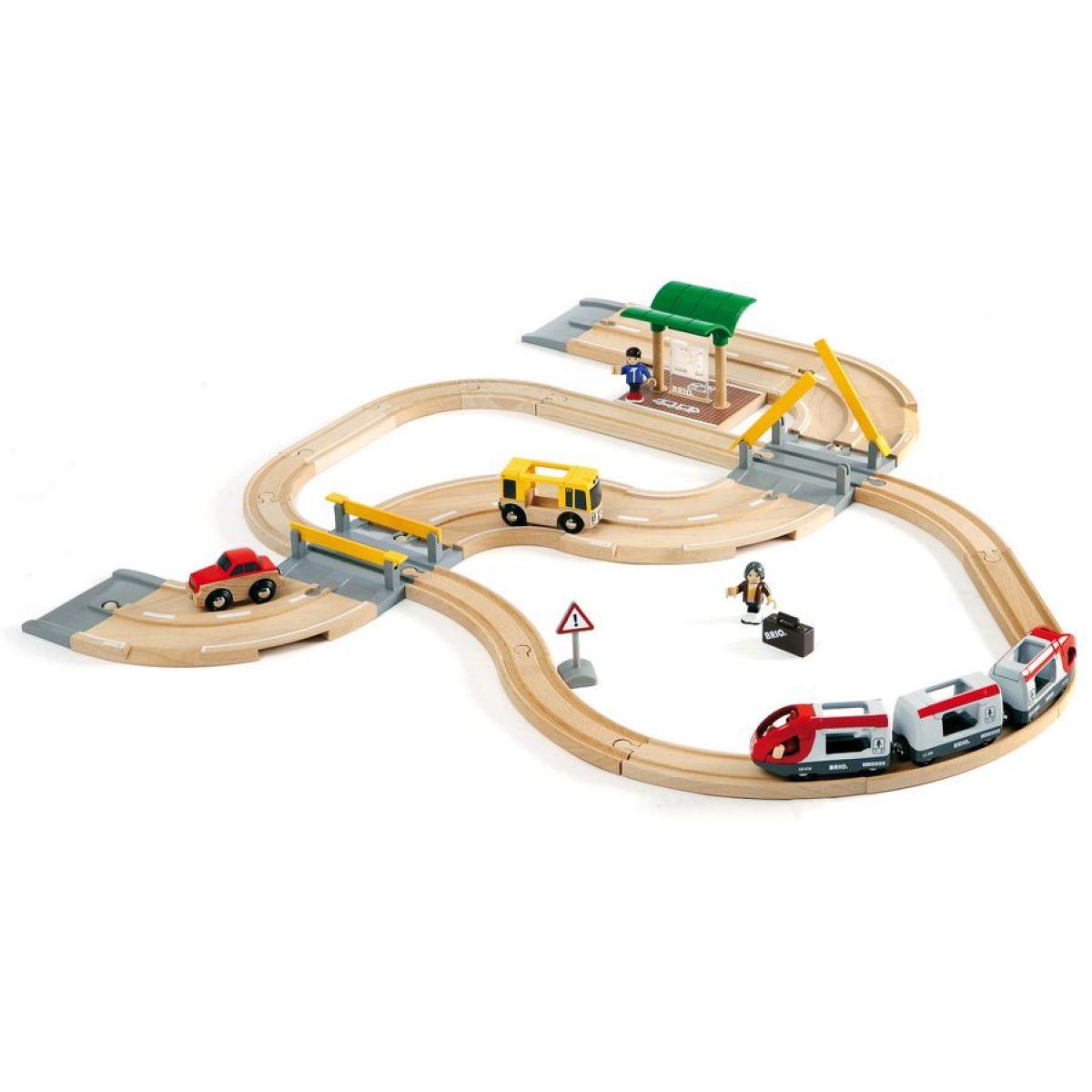 Brio Vláčiková dráha s os. vlakom, závorami a cestným priecestím, 33 dielov