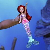Hasbro Disney Princess bábika svietiaca Ariel do vody 2