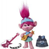 Hasbro Trolls spievajúci figúrka Poppy s rockovým príslušenstvom