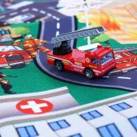 koberec hasiči s kovovými autami 2