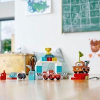 LEGO DUPLO Cars TM 10924 Bleskový McQueen a deň pretekov 4