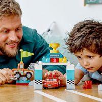 LEGO DUPLO Cars TM 10924 Bleskový McQueen a deň pretekov 5