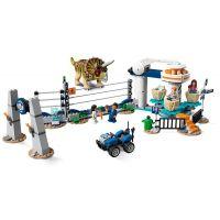 LEGO Jurassic World 75937 Triceratopsovo besnenie 3