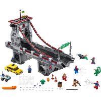 LEGO Super Heroes 76057 Spiderman: Úžasný souboj pavoučích válečníků na mostě 2