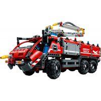 LEGO Technic 42068 Letiskové záchranné vozidlo 3