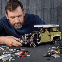 LEGO Technic 42110 Land Rover Defender 3