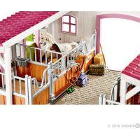 Schleich 42344 Stajňa s koňmi a príslušenstvom v pastelových farbách 3