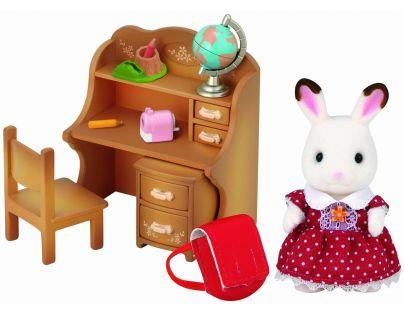 Sylvanian Families Nábytok chocolate králikov sestra pri písacom stole so stoličkou