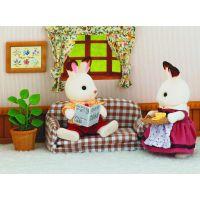 Sylvanian Families Nábytek chocolate králíků taťka na pohovce 2