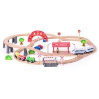 Vláčkodráha s elektrickou mašinkou a viaduktom